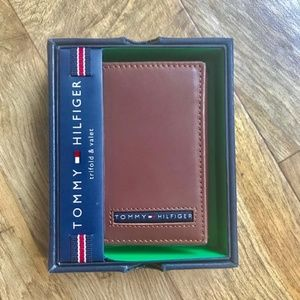 Tommy Hilfiger Men's Tan Leather Wallet New